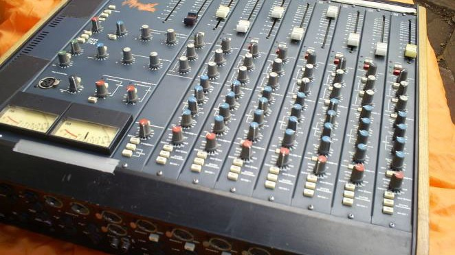 AUDIO MIXERS 7X CHANNELS